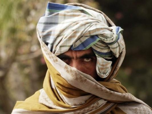 Afghan families flee as Taliban take key northern district