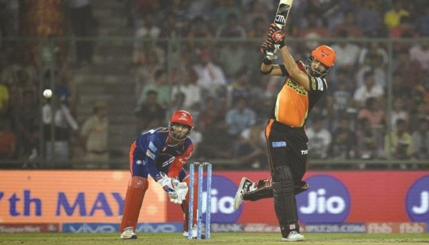 Warner ton fires Sunrisers past KKR